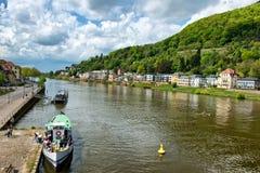 Шлюпки путешествия и банки Рекы Neckar на Гейдельберге Стоковое Изображение
