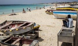 Шлюпки рыболовов на пляже на Santa Maria Стоковые Фото
