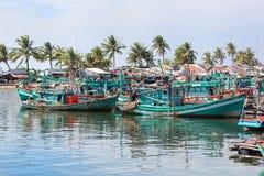 Шлюпки Fishermans на деревне рыболова, острове Phu Quoc, Вьетнаме Стоковые Фото