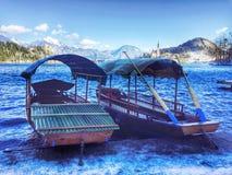 Шлюпки Pletna, кровоточенное озеро, Словения Стоковое Фото