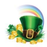 Шляпа лепрекона зеленого цвета дня St. Patrick с клевером, золотыми монетками Стоковые Изображения RF