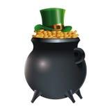 Шляпа лепрекона на предпосылке золотых монеток бака Стоковое Изображение RF