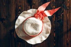 Шляпа женщины пляжа Стоковые Фото