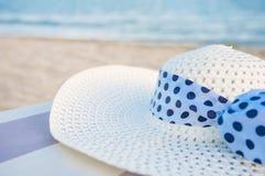Шляпа на пляже Стоковые Фото