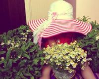 Шляпа, ребенок, цветки Стоковая Фотография RF
