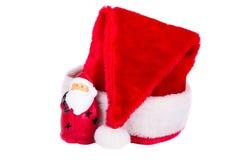 Шляпа Санта Клауса и рождества на белой предпосылке Стоковые Изображения