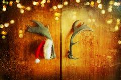 Шляпа Санта Клауса на двери Стоковое фото RF