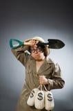 Шляпа сафари человека нося в смешной концепции Стоковое Изображение RF