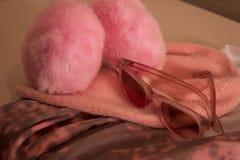 Шляпа с солнечными очками на головных платках Стоковые Изображения