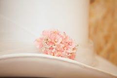 Шляпа чайник с цветками Стоковая Фотография RF