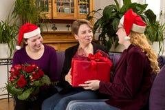 Шляпы Санта Клауса дочерей матери Стоковое Изображение