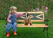 щенок девушки боксера маленький Стоковое Фото