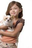 щенок ittle удерживания девушки чихуахуа Стоковые Изображения