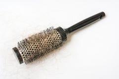 Щетка гребня с потерянными волосами - концепцией плешивости стоковые изображения rf