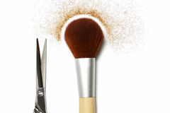 Щетка и ножницы; вспомогательное оборудование hairstyling Стоковое фото RF