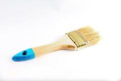 Щетка, который нужно покрасить на белой предпосылке стоковые фотографии rf
