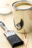 щетка может покрасить олово стоковые фото