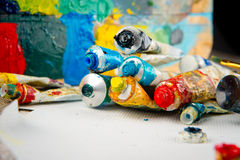 Щетки, краски, палитра Рисуя комплект для Стоковое фото RF