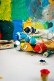 Щетки, краски, палитра Рисуя комплект для Стоковые Изображения