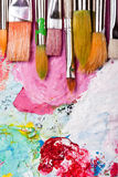 щетки красят много палитру Стоковые Фото