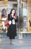 Щелчковый портрет девушки покупок Стоковые Фото