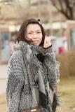 Щелчковый портрет счастливой девушки стоковые фото