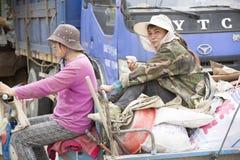 Щелчковый портрет счастливые junkgirls стоковые фотографии rf