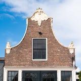 Щипец исторического дома в старом городке Workum, Фрисландии, Nether стоковая фотография rf