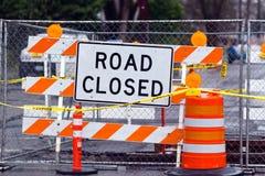 ?? Zeichen der Straße geschlossenes gestreiftes Drehkreuz lizenzfreie stockfotografie