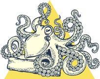 Щупальца осьминога держат старую доску Стоковое Фото