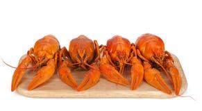 Ые crayfishes на разделочной доске Стоковые Изображения RF