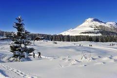 лыжники к Lavazè Стоковое фото RF