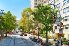 5-ый бульвар, городские взгляды Нью-Йорка Улица, люди и туристы Стоковое Изображение RF