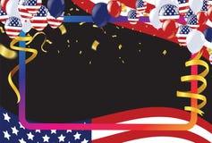 4-ый из США -го Дня независимости в июле, шаблона вектора с американским флагом и покрашенных воздушных шаров на голубой сияющей  бесплатная иллюстрация