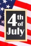 4-ый из текста Дня независимости в июле счастливого на флаге Соединенных Штатов Америки Стоковое фото RF
