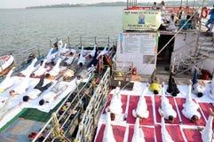 4-ый международный день йоги отпразднованный в Бхопале стоковое фото rf
