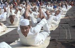 4-ый международный день йоги отпразднованный в Бхопале стоковые фотографии rf