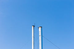 2 дымовой трубы на предпосылке голубого неба в Таиланде Стоковое Изображение RF