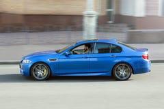 3-ье ноября 2013 Киев, Украина; BMW M5 F10 в движении на высокой скорости стоковое фото rf