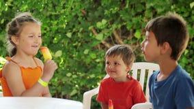 льдед еды детей cream видеоматериал