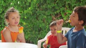 льдед еды детей cream сток-видео
