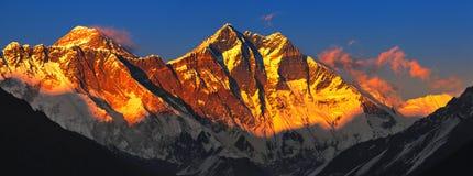 Эверест на заходе солнца Стоковое Изображение RF