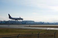 ЭВЕРЕТТ, ВАШИНГТОН, США - 26-ое января 2017: Совершенно новое Gen MSN 44766 Ryanair Боинга 737-800 следующий, регистрация EI-FTP Стоковые Изображения RF