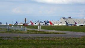 ЭВЕРЕТТ, ШТАТ ВАШИНГТОН, США - 10-ОЕ ОКТЯБРЯ 2014: Продукция 787 Dreamliners, 777, 747 и других самолетов огромно стоковое фото rf