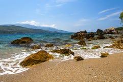 Эгейское море и горы сини кобальта Samos, Греция Стоковые Изображения