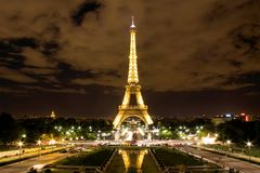 Эйфелеваа башня в Париже на ноче Стоковое Изображение