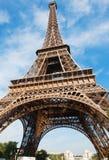 Эйфелева башня в Париже на голубом небе Стоковая Фотография