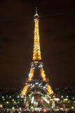 Эйфелева башня к ноча Стоковые Фотографии RF