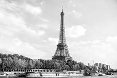 Эйфелева башня на заходе солнца в Париже, Франции Романтичное backgro перемещения Стоковые Фото