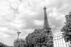 Эйфелева башня на заходе солнца в Париже, Франции Романтичное backgro перемещения Стоковое фото RF